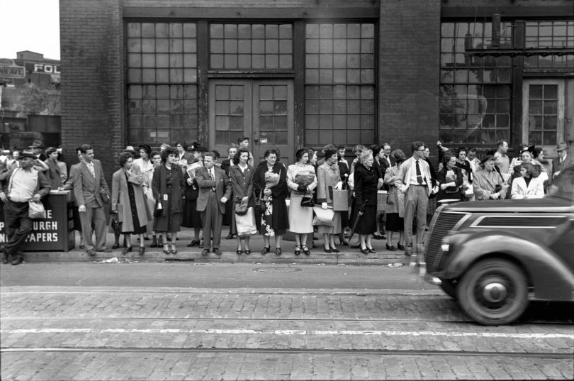 Waiting for a streetcar downtown Pittsburgh 1950 © Elliott Erwitt / Magnum Photos Courtesy: Carnegie Library of Pittsburgh