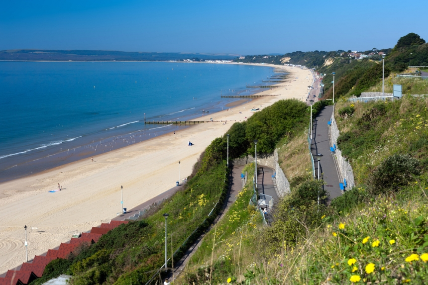 Bournemouth Beach to Sandbanks from the Zigzag cliff path / Shutterstock.com