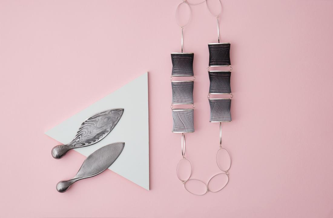 Sycamore Knife by Leszek Sikon, Optical Illusion Necklace by Dominika Kupcova. Photography by Yeshen Venema