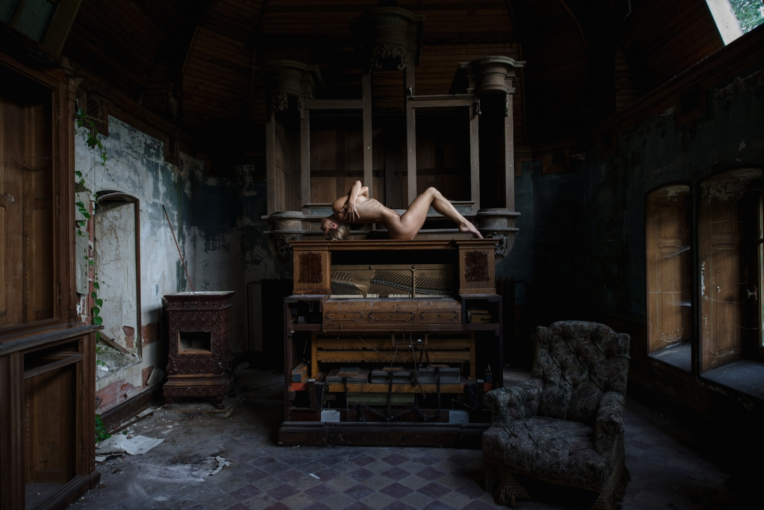 Naked in abandoned buildings