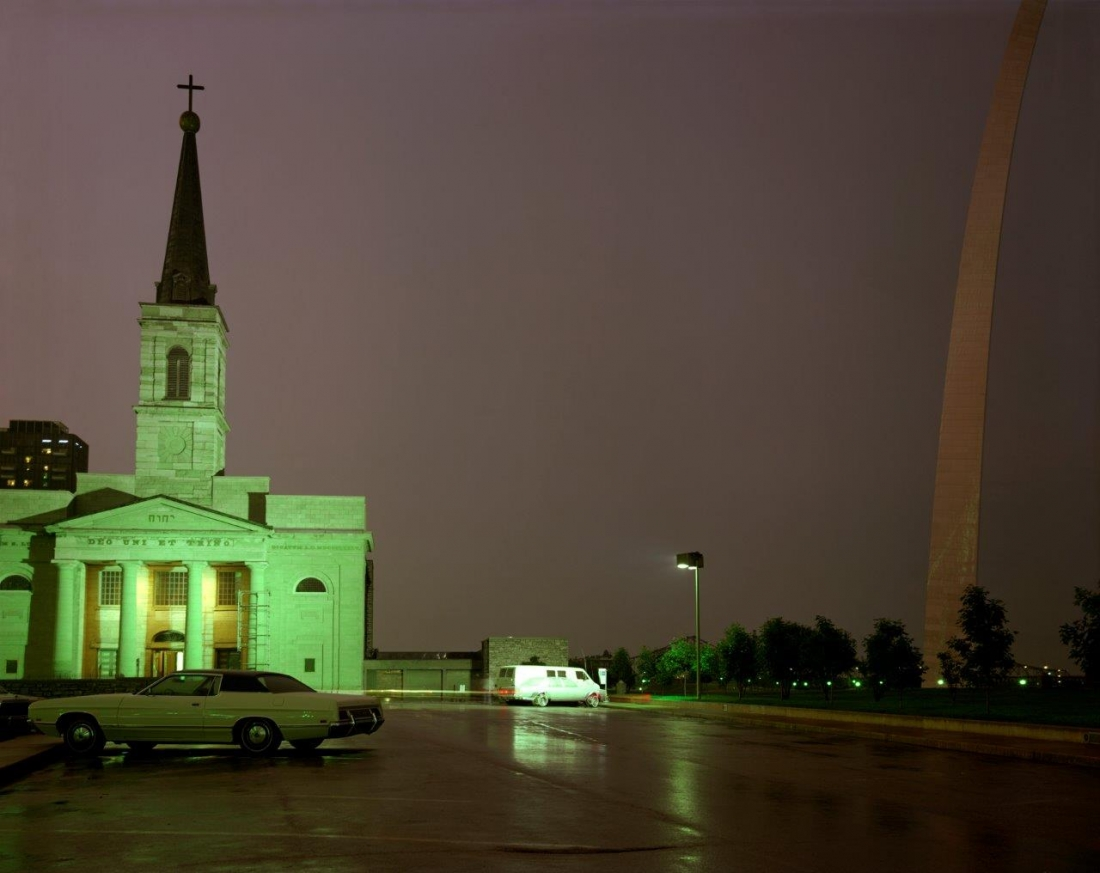 The Old Cathedral and the Arch, St. Louis, Missouri, 1977 | Copyright Joel Meyerowitz, courtesy Howard Greenberg Gallery