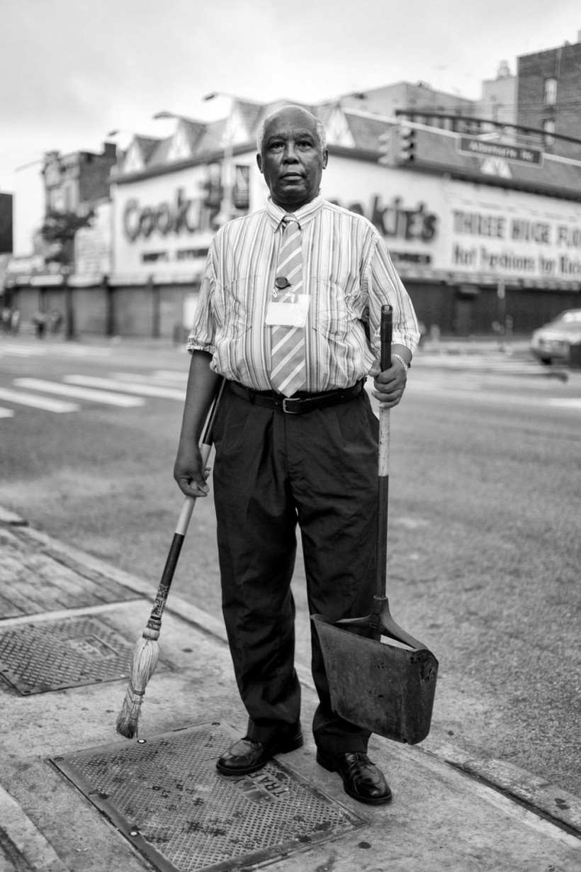 Photographs of New York City's bizarre everyday life in black and white