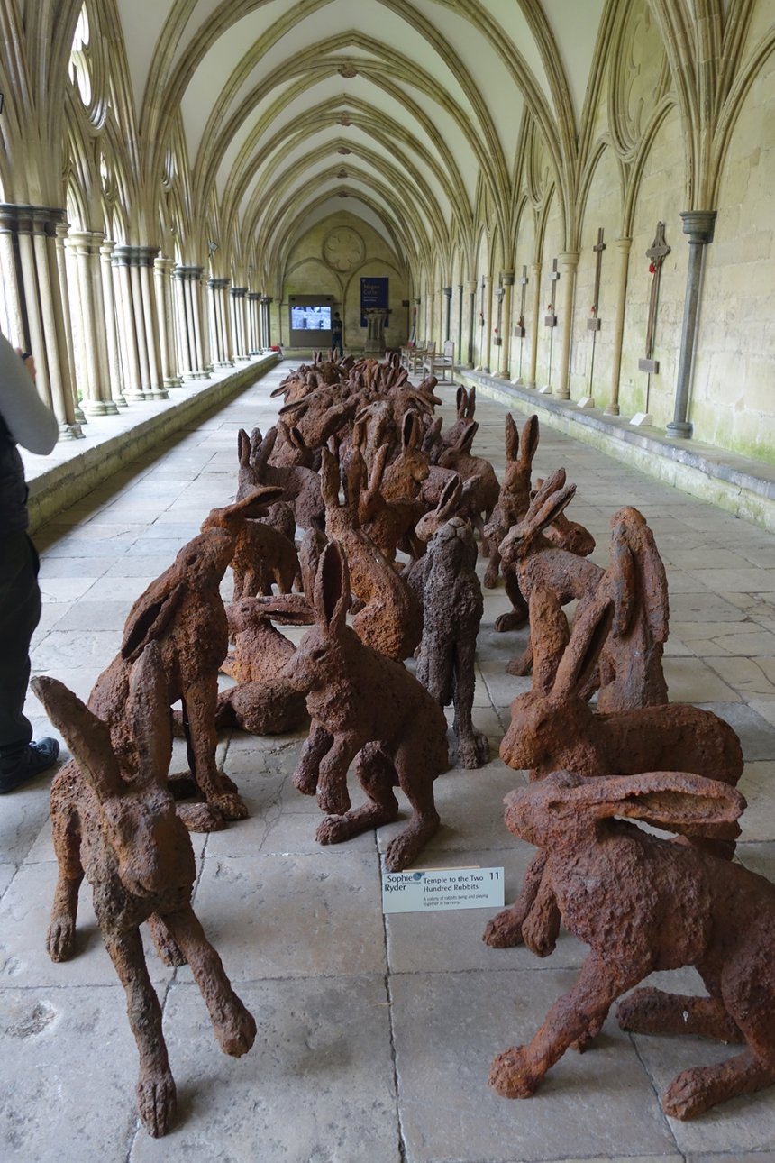 Sophie Ryder, Temple to 200 Rabbits at Salisbury Cathedral. Courtesy of Sophie Ryder