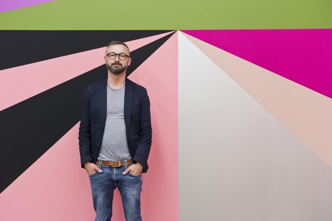 Crash, 2012, Dimensions variable, Mineral paint on wall, Installation view: Stufen zur Kunst, Stiftung Niedersachsen / Kunstverein Hanover, Germany. Photo credit: Raimond Zakowski