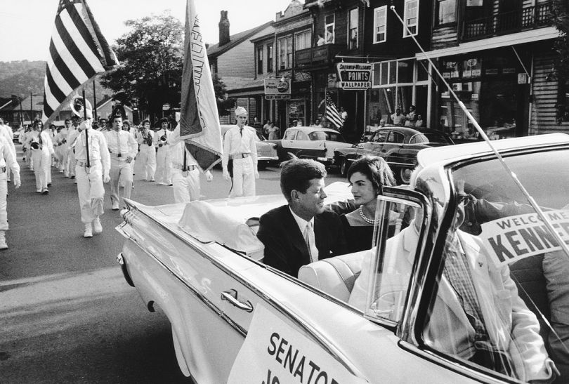 Jackie and JFK in Campaign Car, Wheeling, 1959 © Mark Shaw / mptvimages.com