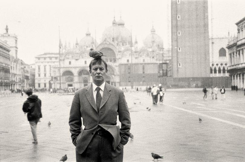 Martin Kippenberger, Frieda for each VIII, Venice, 1996. © Elfie Semotan . Courtesy Galerie Gisela Capitain, Cologne