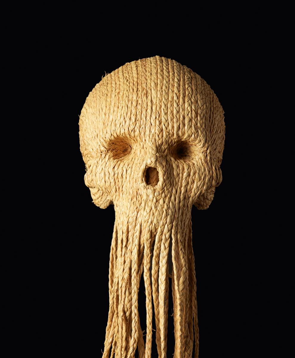Jim Skull, Untitled, 2010, papier maché, raphia tressé, 130 cm, © the artist, Photo C.Lebedinsky (2)