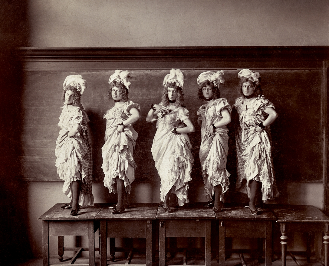 Five performers on a platform. Handwritten on verso 'Haris Fifi, Zerneck Joe, Gaby Zerkovitz, Stasik Ficzin Mehelyi Mimi'. Albumen print, Hungary, circa 1900. © Sebastian Lifshitz Collection Courtesy of Sebastian Lifshitz and The Photographers' Gallery