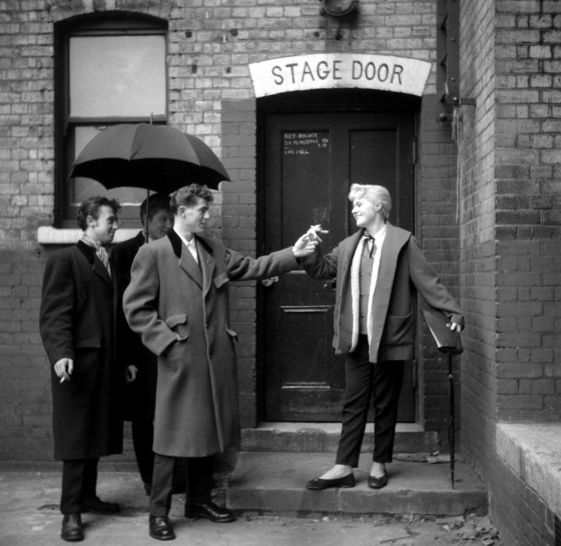 Josie Buchan at the stage door of the Walthamstow Palace Theatre January 1955 © Ken Russell / Topfoto.co.uk