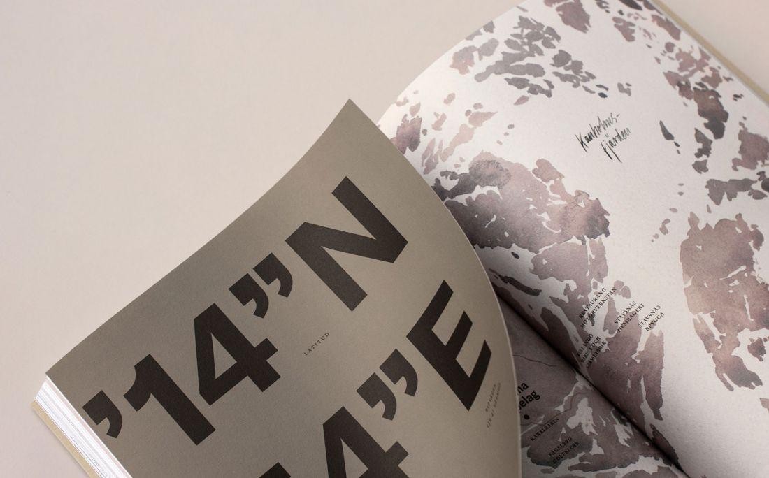 Strömma Arkipelag es un conjunto de residencias de nuevo diseño ubicado entre el centro de la ciudad y el archipiélago exterior de Estocolmo.  Para capturar el contraste de la ciudad y la naturaleza [Veinticinco Casa de Arte] (http://www.25ah.se/) usó acuarelas de mal humor y fotografía con materiales y tipografía contemporáneos, incluido GT America.