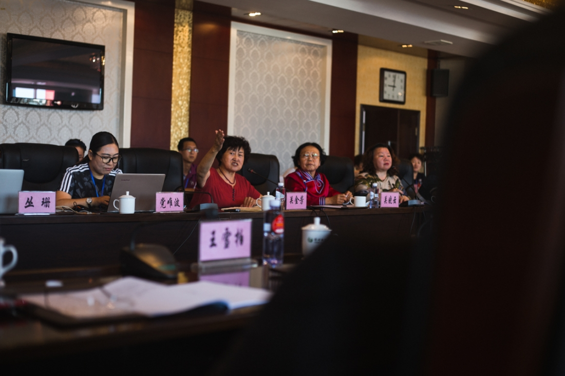 Tahe, Heilongjiang Province, July 2017 Guan Jinfang appeals to government representatives for funding and resources to carry out educational projects in the region. At this conference an online platform for Oroqen language learning was unveiled.
