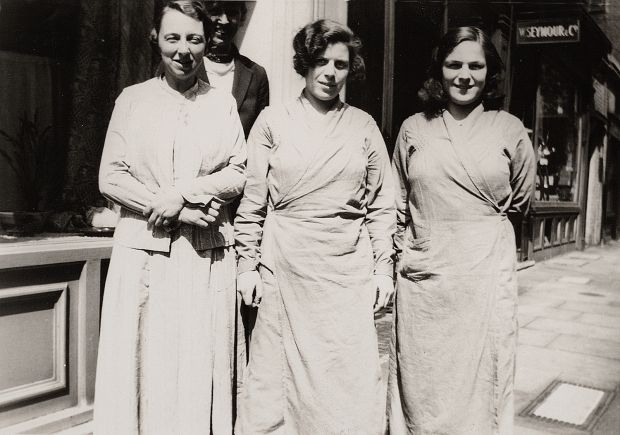 Peggy Turnball, with gallery assistants Edith and Mary Flint. Courtesy of Crafts Study Centre, University for the Creative Arts