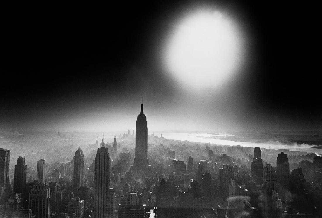 Atom Bomb Sky, New York, 1955 © William Klein