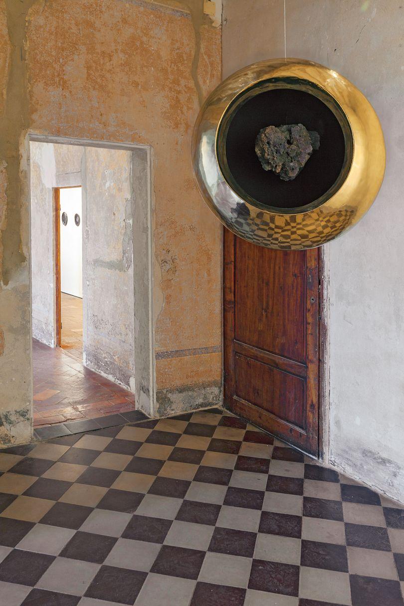 In This Vessel Lies the Philosopher's Stone (2017), © Subodh Gupta / GALLERIA CONTINUA, San Gimignano / Beijing / Les Moulins / Habana, photo : Ela Bialkowska, OKNO Studio.