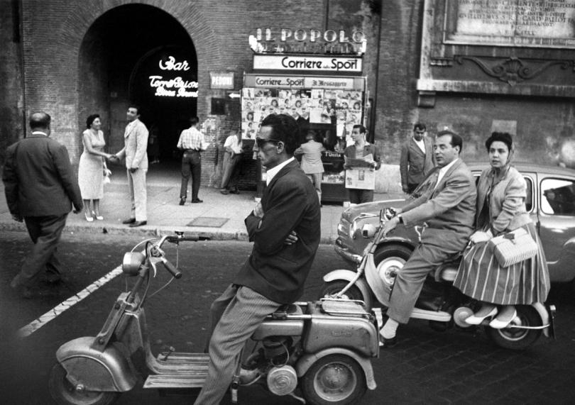Entrance Lido de Ostia, Rome, 1956 © William Klein