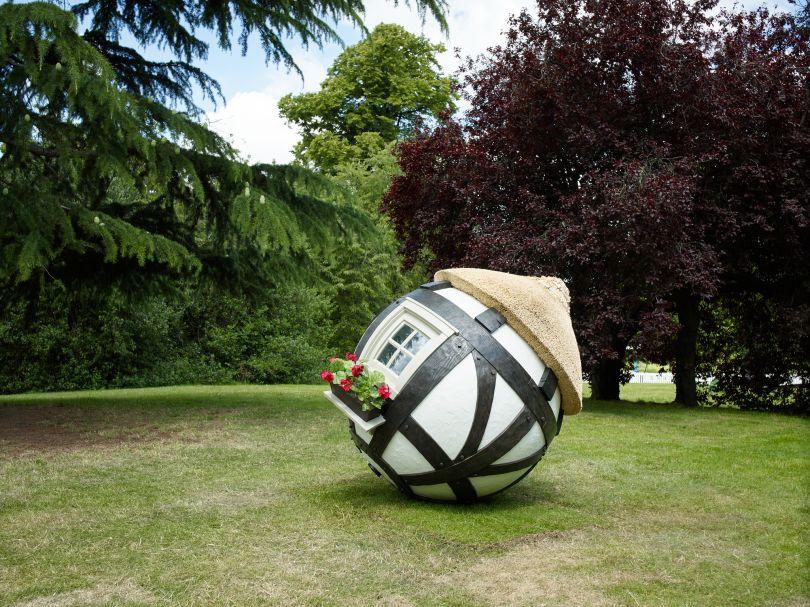 Lars Fisk, Tudor Ball, 2019, Marlborough, Frieze Sculpture 2019. Photo by Stephen White. Courtesy of Stephen White/Frieze