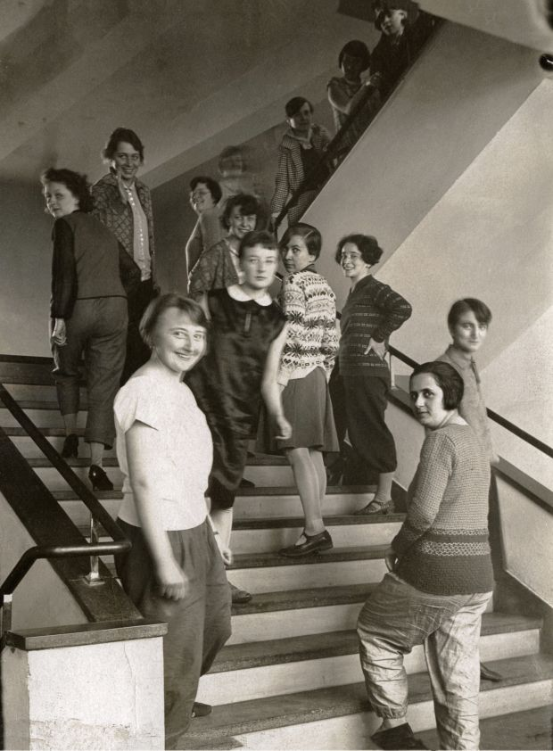 T. Lux Feininger: The weavers on the Bauhaus stairs in Dessau, c. 1927. © Estate of T. Lux Feininger / Photo © Bauhaus-Archiv, Berlin