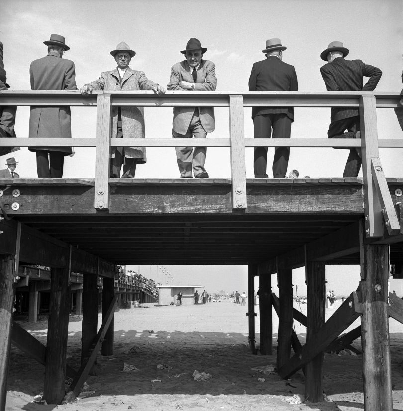 Men in Fedoras, 1950 © Estate of Harold Feinstein All rights reserved