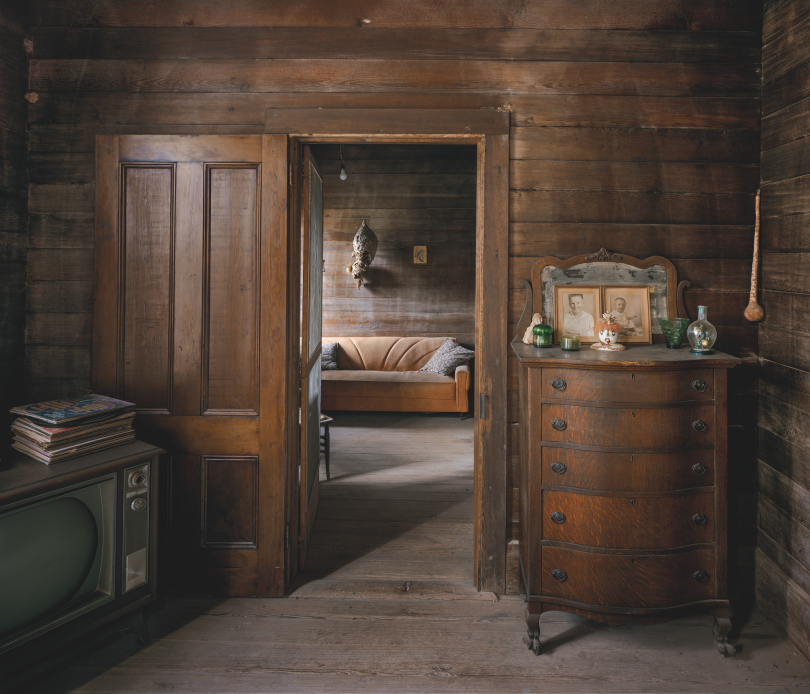 Pearlie's Front Room, Wilcox County © Andrew Moore, from Blue Alabama