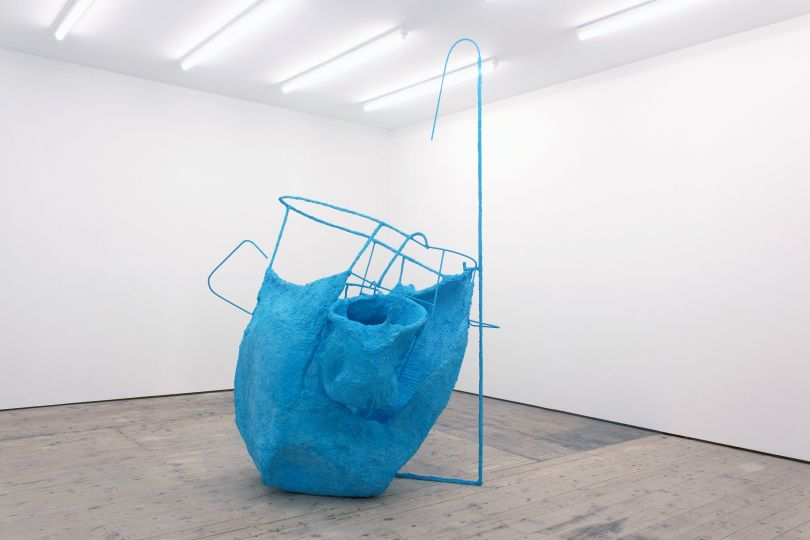 Olivia Bax, Monkey Cups , 2018. Steel, chicken wire, newspaper, glue, paint, plaster, 240 x 212 x 146 cm. Courtesy of Standpoint Gallery