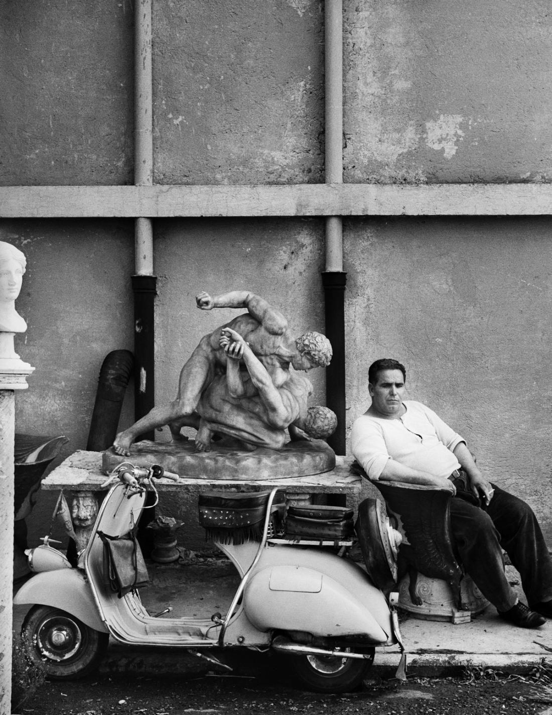 Watchman, Cineccità, Rome, 1956 © William Klein