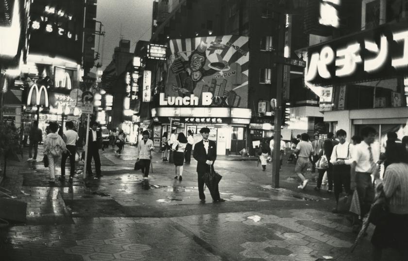 In de Uitgaansbuurt Shibuya, Tokyo, 1987. All images copyright Ed van der Elsken, courtesy of Howard Greenberg Gallery, New York