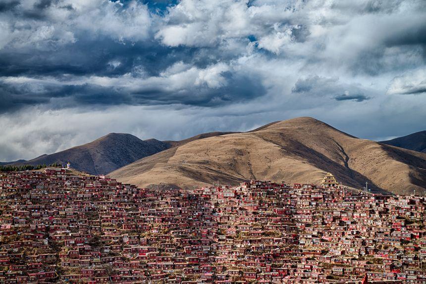Larung Gar - Attila Balogh: Home of 40 thousand Buddhist monks in Sichuan province. (Open Architecture)