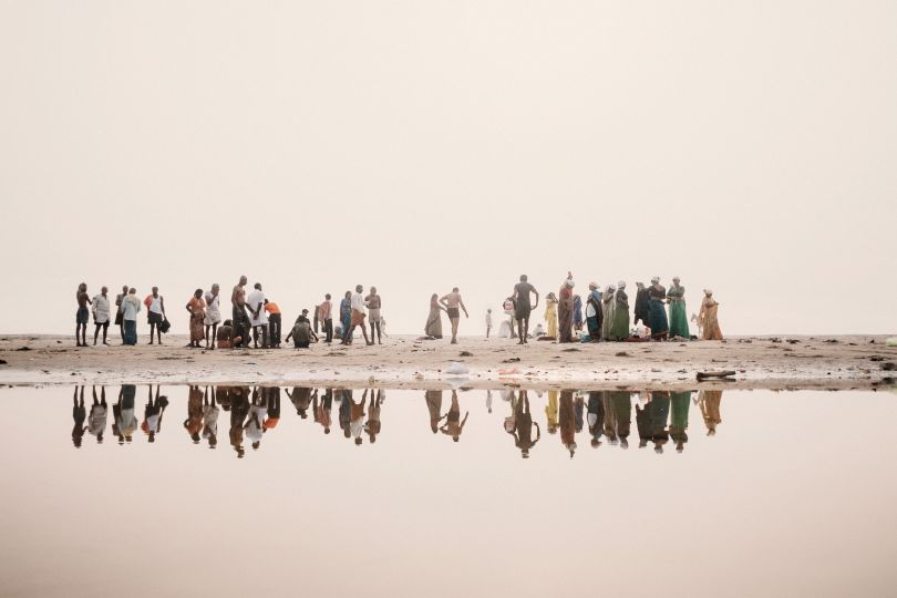 Hindu devotees along the banks of the Ganges getting ready to bathe in the water of the sacred river, Benares, 2008 © Giulio Di Sturco