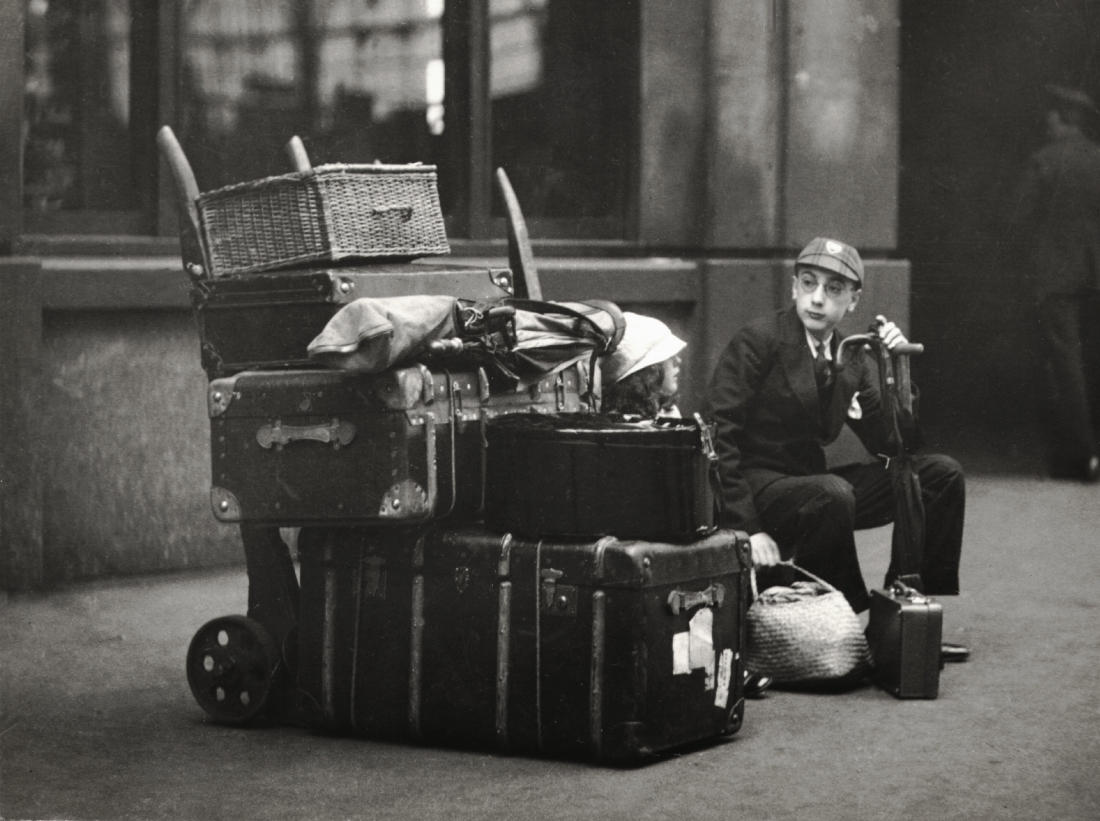 School boy with luggage, Paddington Station, London, 1933, © Emil Otto Hoppe