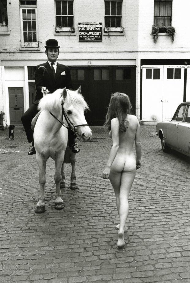 Bare Essentials – near Knightsbridge, 1969 © Frank Habicht 2018. All photography courtesy of Hatje Cantz