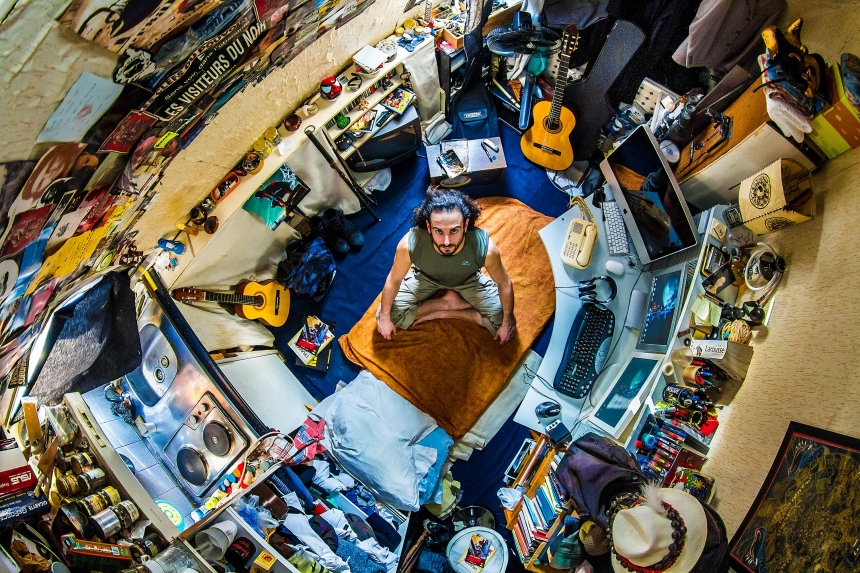 Joseph, artist in Paris, France - room #24