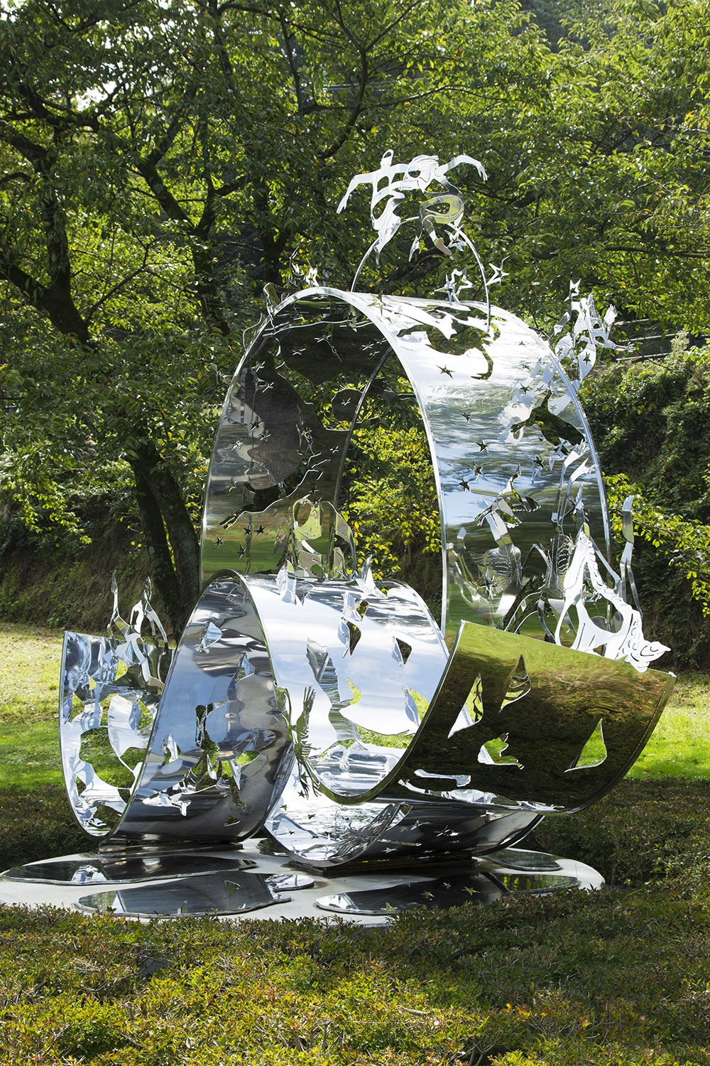 Dreams, 2012, Stainless steel, 4.1 x 5.2 x 4.6 m