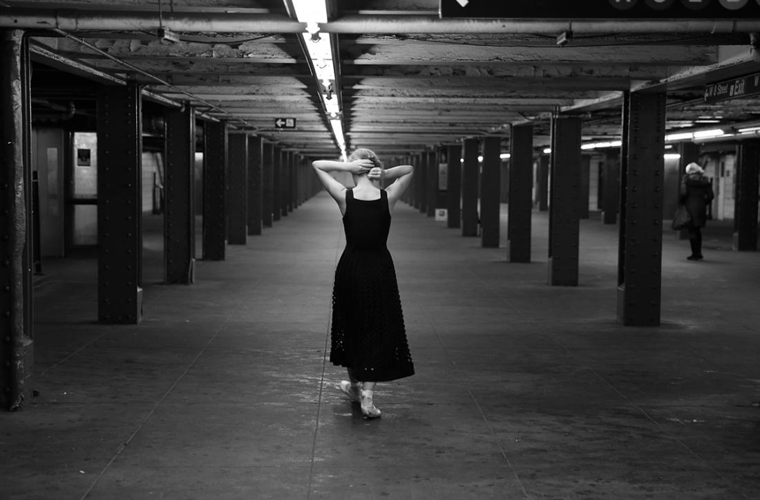 New york city based italian photographer federica dallorso is behind this beautiful series of black and white photographs featuring dancers in the raw and