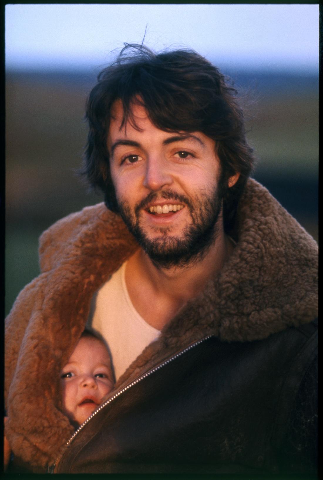 Linda McCartney (1941–1998) Paul and Mary. Scotland, 1970 Screen print © 1970 Paul McCartney / Photographer: Linda McCartney