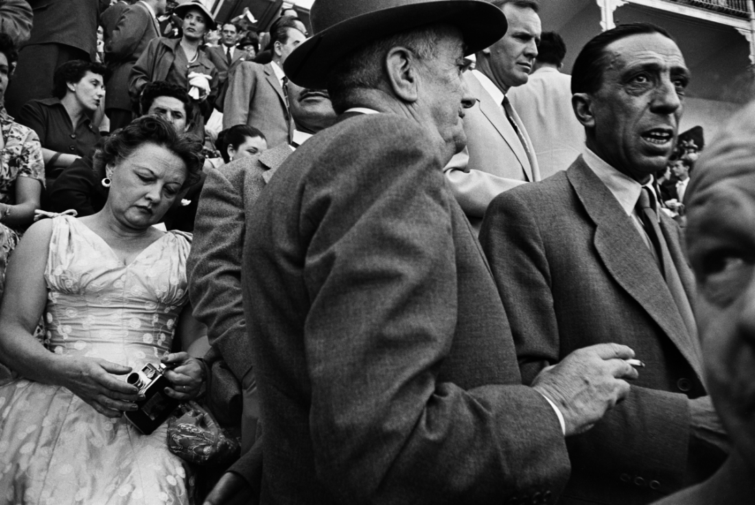 Corrida tribune, Madrid, 1956 © William Klein