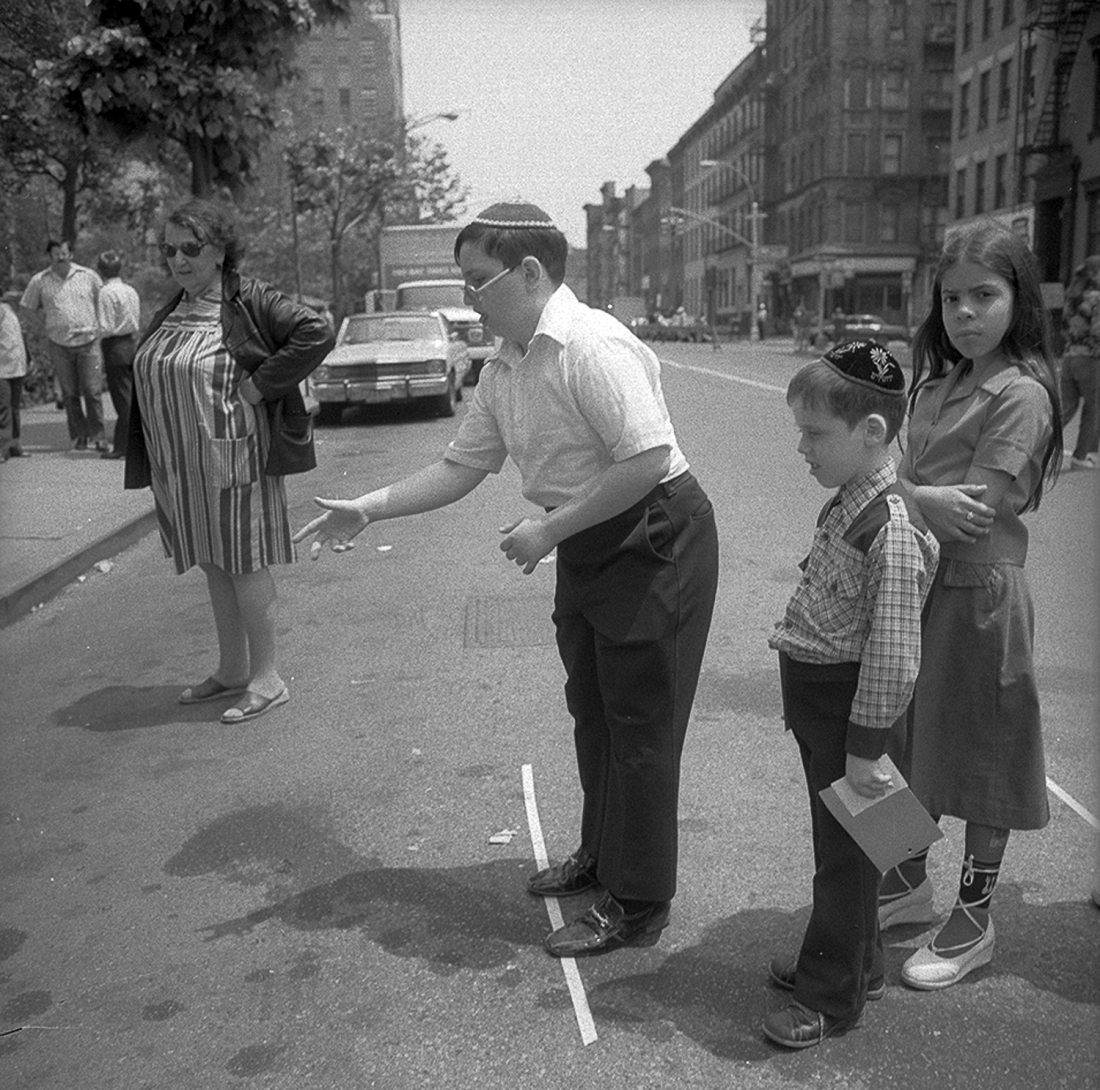 Ring Toss at The Lower East Side Street Festival, NY, June 1978 © Meryl Meisler