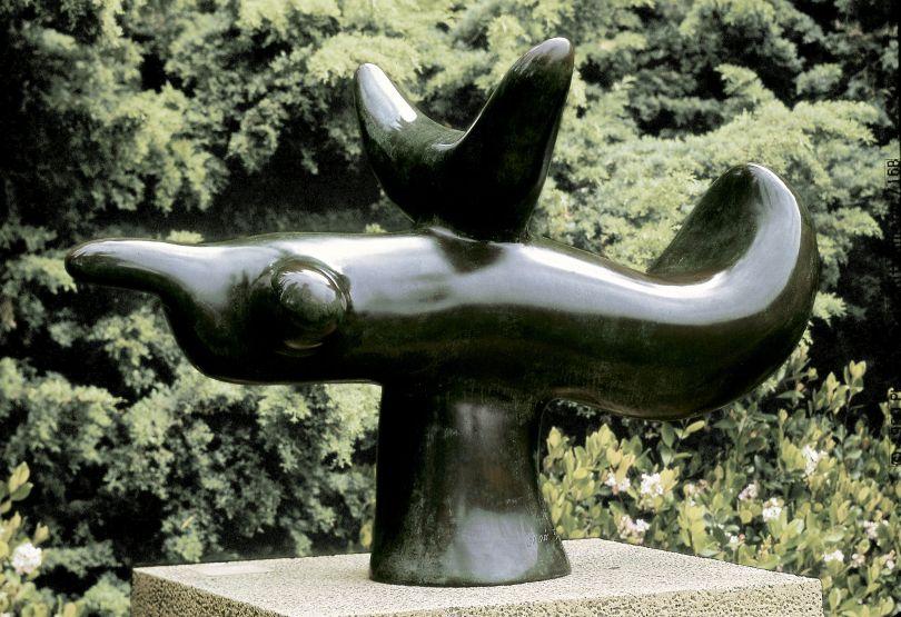 JOAN MIRÓ Oiseau solaire, 1966 120 x 180 x 102 cm Bronze Successió Miró. Deposited in the Fundació Pilar i Joan Miró a Mallorca. ©Successió Miró 2018