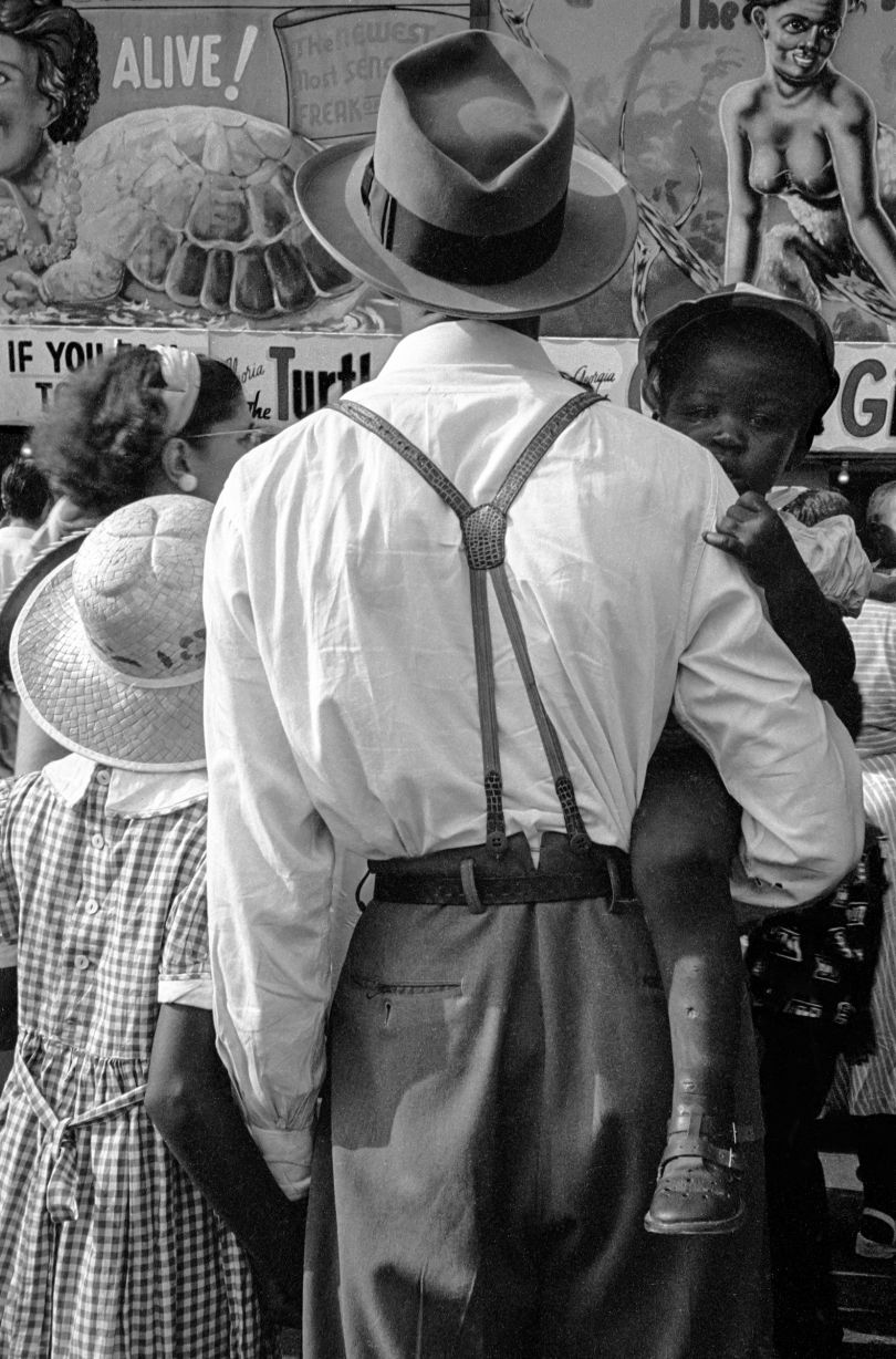 Man and Daughters at the Sideshow, 1950 © Estate of Harold Feinstein All rights reserved