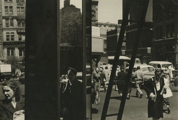 Sy Kattelson, 14th Street, 1953. All images courtesy of Howard Greenberg Gallery
