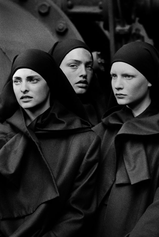 Linda Evangelista, Michaela Bercu & Kirsten Owen, Pont-à-Mousson, 1988 © Peter Lindbergh. Courtesy of Peter Lindbergh, Paris