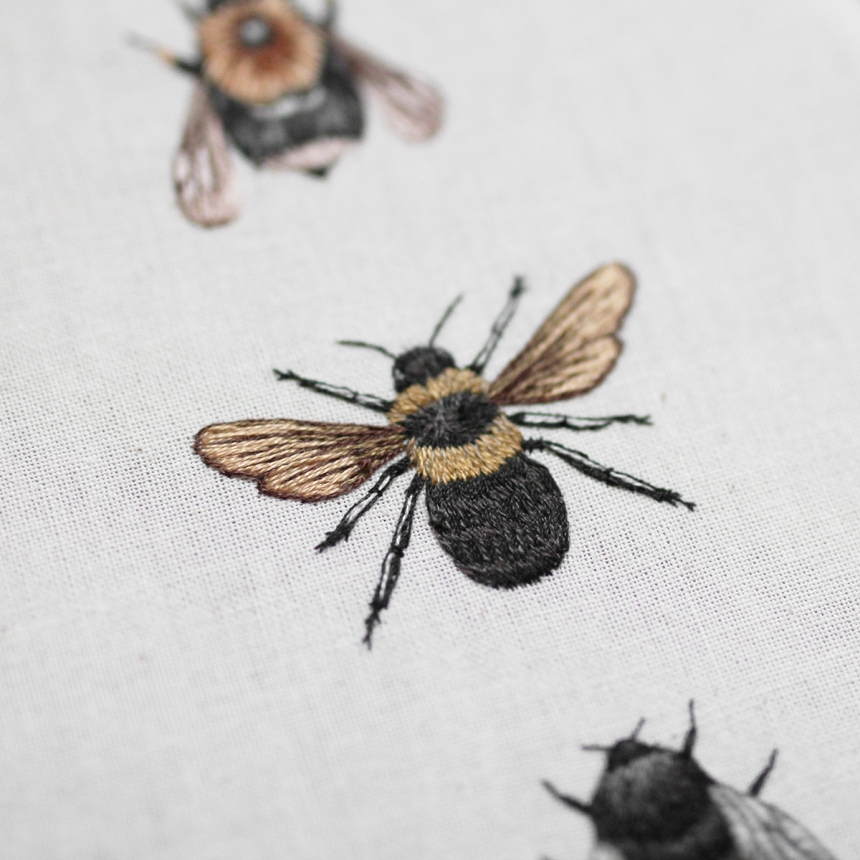 Delicately embroidered hoop artworks of wildlife by