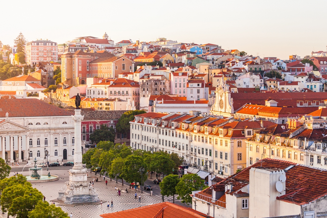 Вид центральной части Лиссабона от подъемника Санта Хуста, Португалия