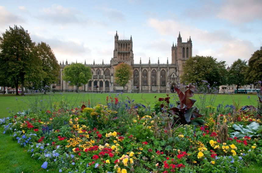 Bristol Cathedral / Shutterstock.com