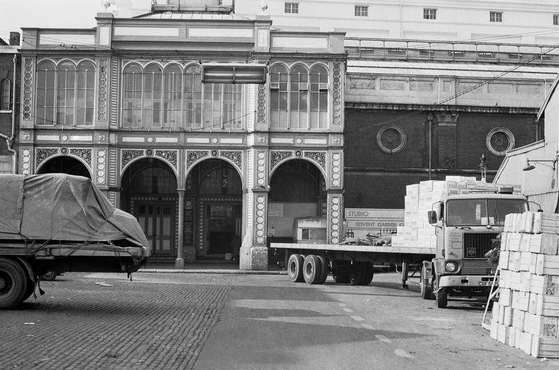 The final days of Covent Garden market. Covent Garden - 1973