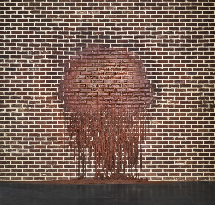 Alex Chinneck A hole in a bag of nerves Courtesy the artist © Photo Charles Emerson